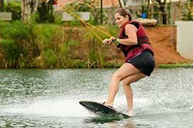 Prática de wakeboard